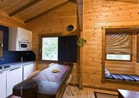 Sala de estar con el dormitorio al lado