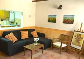Sala de estar comunicada con la cocina