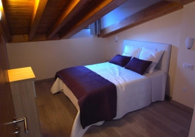 Ático dormitorio de matrimonio amplio