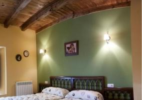 Dormitorio con paredes en color verde
