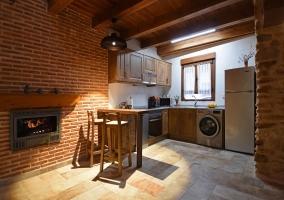 Comedor de la casa junto al espacio de la cocina