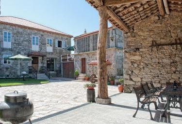 Casa Entremuros - Carballo (Carballo), A Coruña
