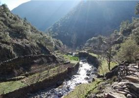 Río que cruza el pueblo