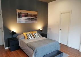 C dormitorio doble con una cama