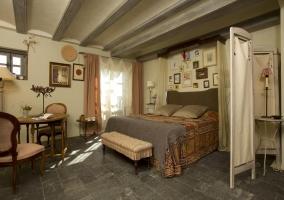 Dormitorio doble con espectacular cama
