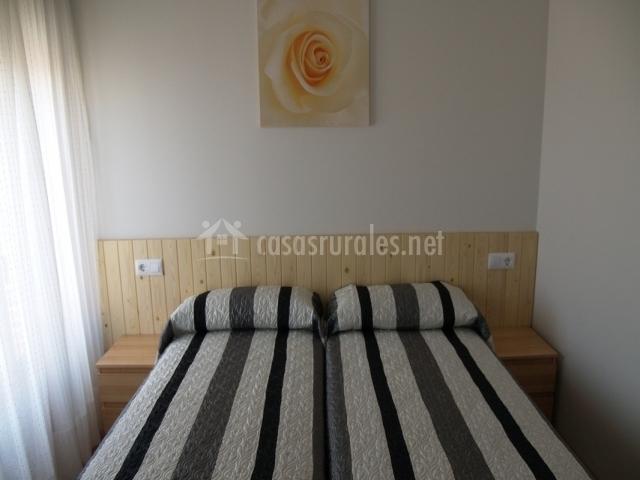 Las casitas de el blas n en coca segovia - Dormitorios con dos camas ...