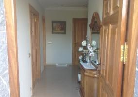 Acceso al alojamiento con puerta grande