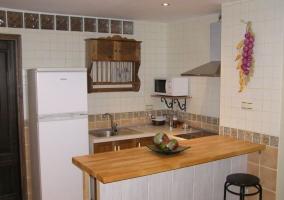 Cocina office de la casa con barra
