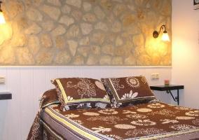 Sala de estar con sus detalles en la pared