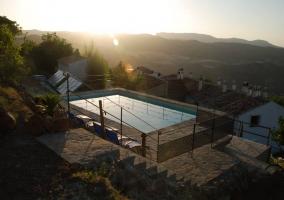 Vista elevada de la piscina