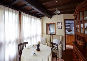 Sala de estar con zona de comedor
