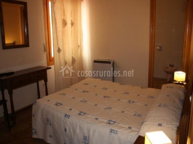 Hostal mirador del caslilla en sep lveda segovia for Mobiliario dormitorio matrimonio