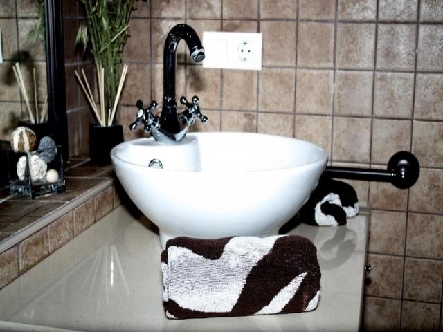 Detalle de la pila del baño