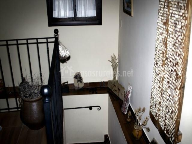 Escalera decorada de bajada