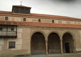 Fachada de la casa donde nació Isabel la Católica