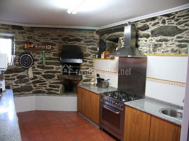 A eira de baixo en forcarei pontevedra for Cocinas de lena con horno