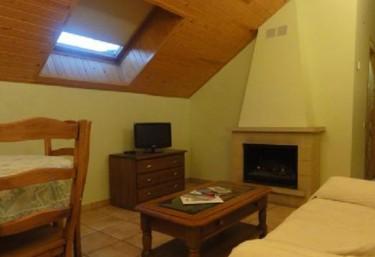 Sala de estar con chimenea en la planta superior