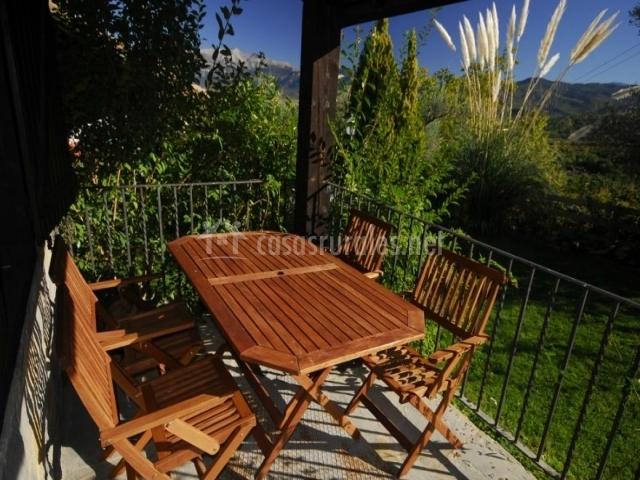Vistas de la terraza con muebles de exterior