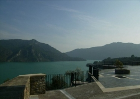Vistas al lago, Ligüerre