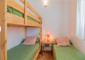 Dormitorio cama lila