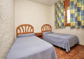 Habitación dos camas con ventana