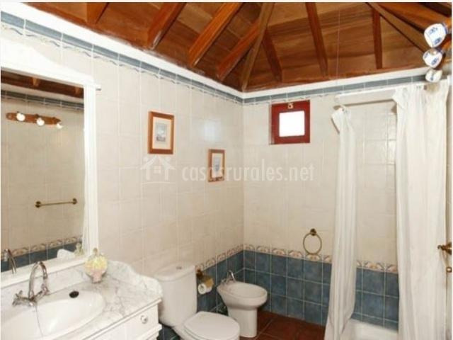 Baño de la casa rural con ducha