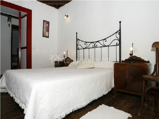 Vista de la cama del dormitorio
