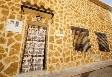 Casa Rural Villa de Lucas - Villaverde Y Pasaconsol, Cuenca