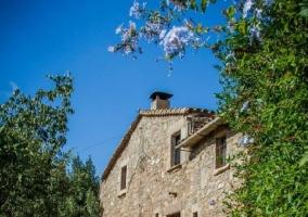 Fachada y acceso a la casa rural barcelonesa