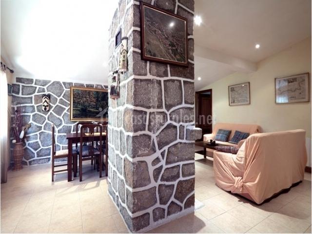 Las dos estaciones en la ca ada vila - Casas decoradas con piedra natural ...