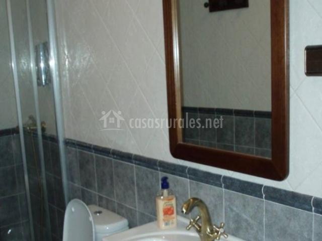 Casa maruto en queruas asturias - Cuarto de bano con ducha ...