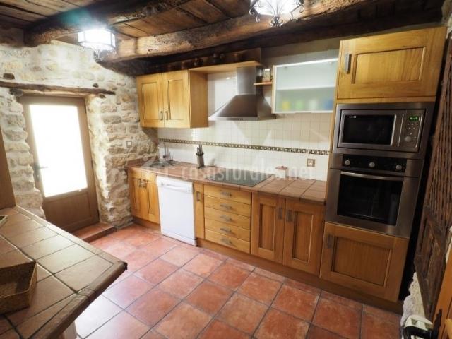 Casa rural sarmiento en cubillas de santa marta valladolid - Cocina casa rural ...