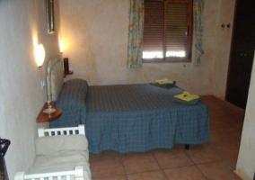 Dormitorio con cuna