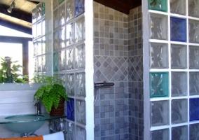 Habitación doble con maceta de decoración