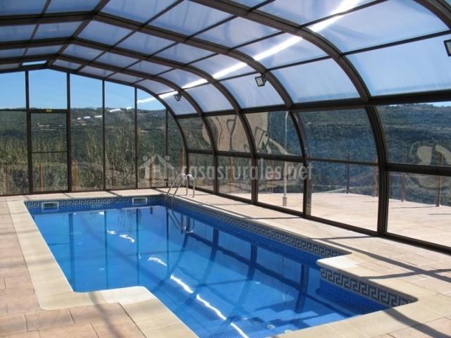 Mas serrallimpia en la baronia de rialb lleida - Casa rural con piscina cubierta ...