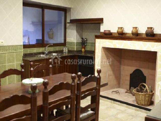 Casa rural el vallejo en valverdejo cuenca for Cocinas con chimenea