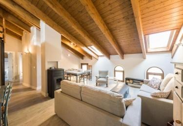 Apartamentos Vino Tinto- Ático Suite - Adahuesca, Huesca