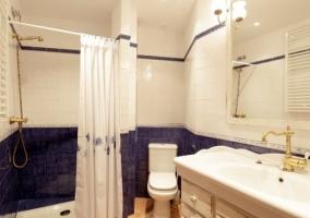 Cuarto de baño de la planta superior de la casa rural