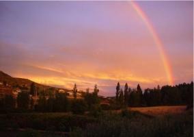 Pueblo con arcoiriris