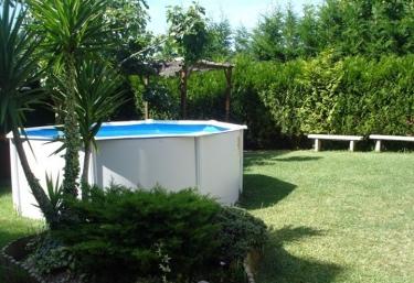 Casas rurales con piscina en portonovo for Alquiler casa con piscina granada