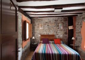 Habitación con vigas de madera