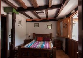 Habitación adaptada con ventanal