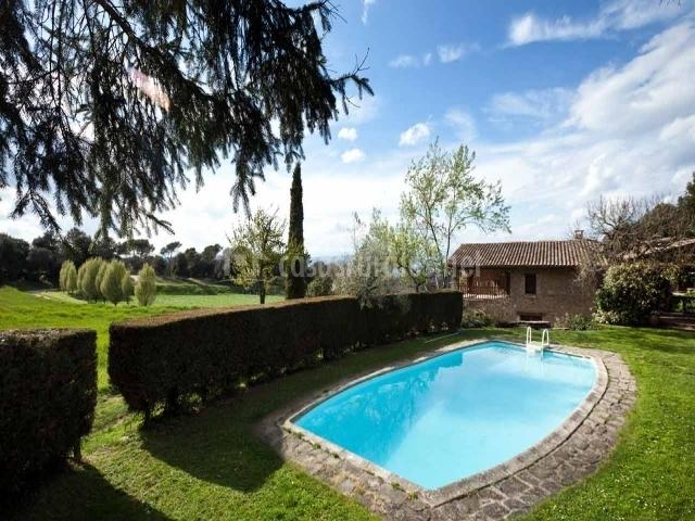 El bosc del quer en sant julia de vilatorta barcelona for 7 piscinas sagradas maui