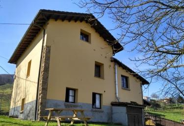 Apartamentos La Corona - Llames De Parres, Asturias