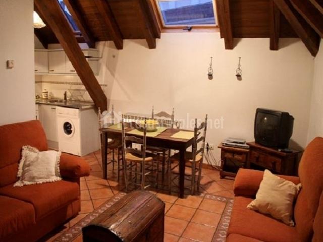 Casa rural graciano i en ochagavia navarra for Sala de estar y cocina