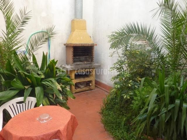 Casa rural calaceit en sant mateu castell n for Barbacoa patio interior