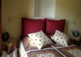 Double bed with pink cushions