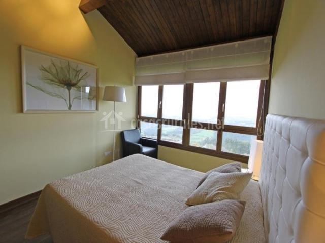 Muy luminosa habitación en distintos tonos de blanco