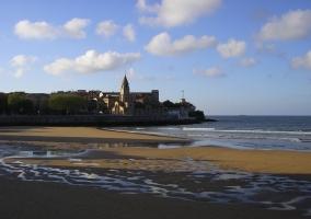 Gijón playa San Lorenzo y Cimadevilla