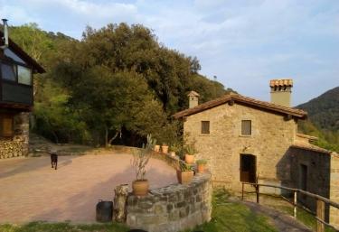 Mas Campolier Apartamentos - Sant Ferriol, Girona